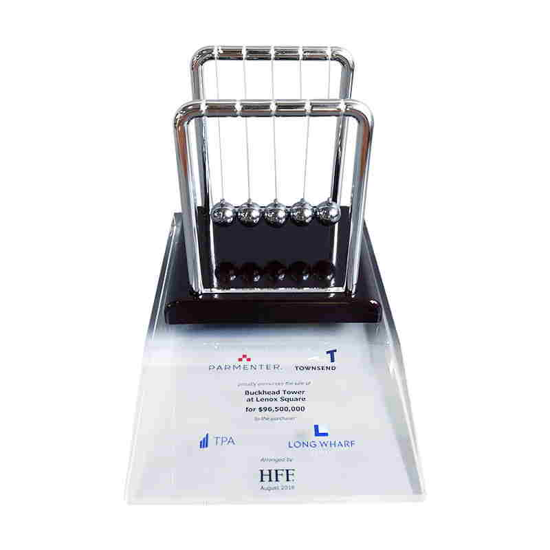 Newton's Cradle-Themed Crystal Deal Toy