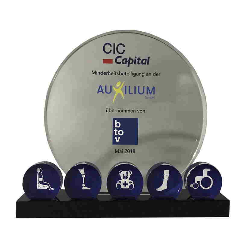 Deal Toys | Financial Tombstones - image healthcare-themed-crystal-deal-toy-8ajh237 on https://prestigecustomawards.com